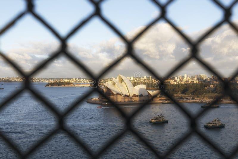 Vue de Sydney Opera House iconique du pont de port images stock
