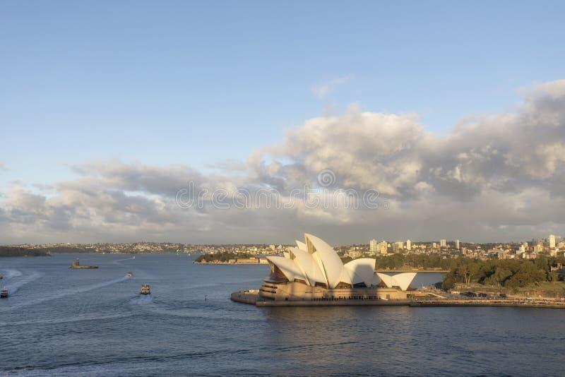 Vue de Sydney Opera House iconique du pont de port image stock