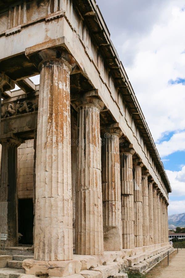 vue de temple de Hephaestus à Athènes photos libres de droits