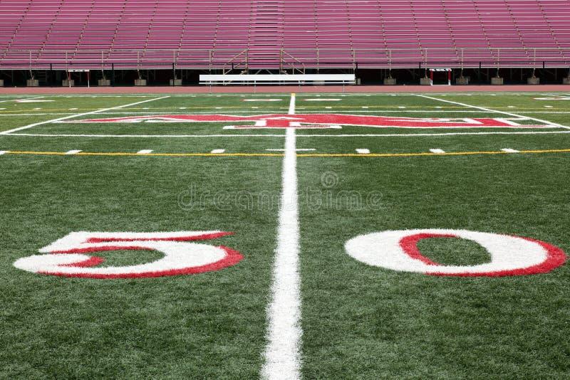 Vue de terrain de football de ligne du yard 50 photographie stock libre de droits