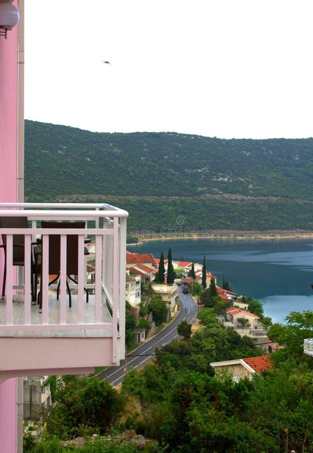 vue de terrasse de bord de la mer image stock image du paix c te 63360927. Black Bedroom Furniture Sets. Home Design Ideas