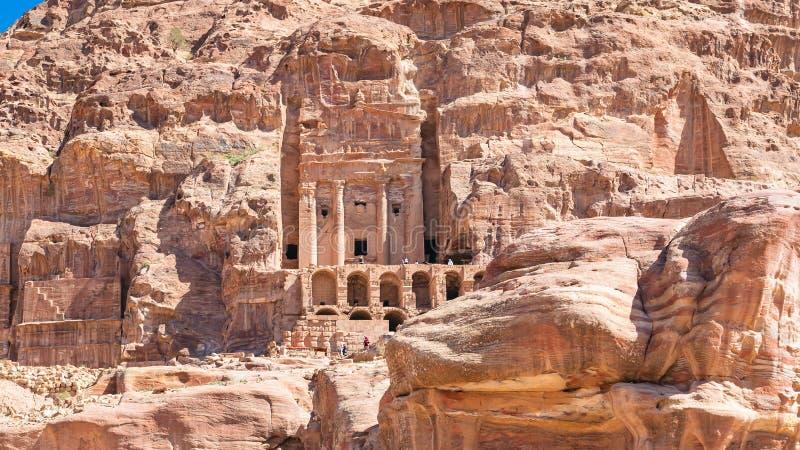 Vue de tombe royale d'urne dans la ville antique de PETRA photos libres de droits