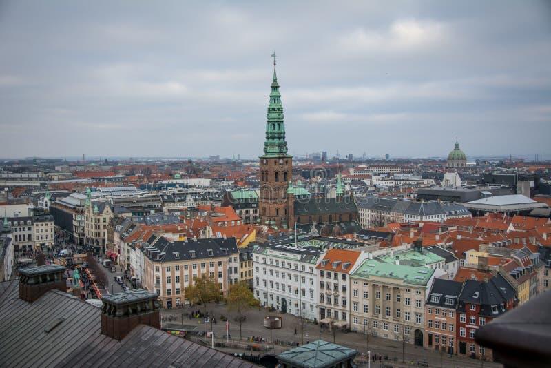 Vue de tour de Christiansborg copenhague denmark images stock