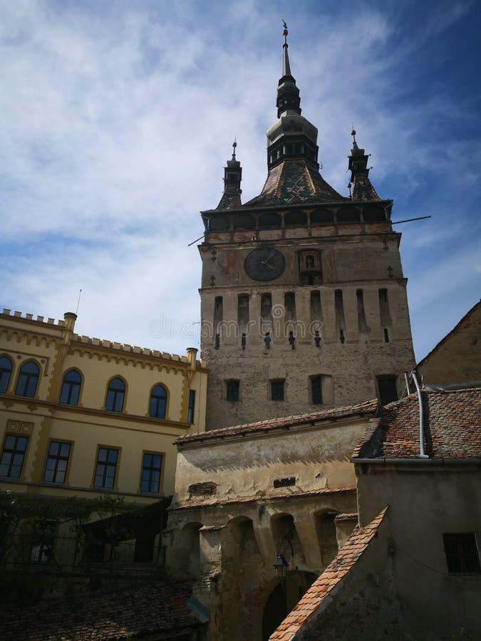 Vue de tour dans Sighisoara Roumanie photos libres de droits