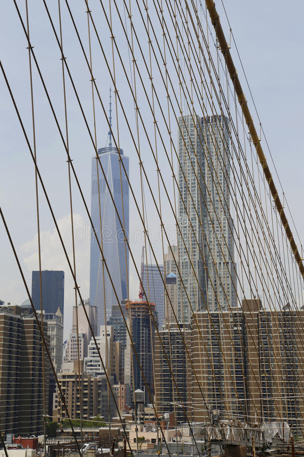 Vue de tour de Freedom Tower et de Beekman du pont de Brooklyn image libre de droits