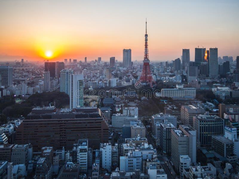 Vue de tour de Tokyo de coucher du soleil de l'observatoire de World Trade Center photos stock