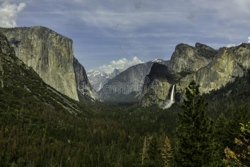 Vue de tunnel au parc national de Yosemite image stock
