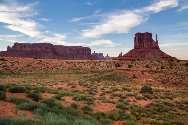 Vue de vallée de monument au crépuscule, Utah, Etats-Unis photos stock