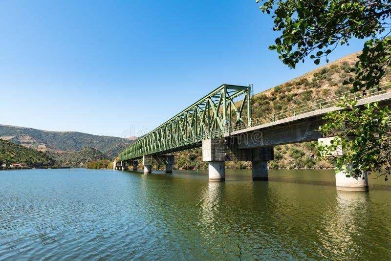 Vue de vallée de Douro près du pont de Ferradosa images libres de droits