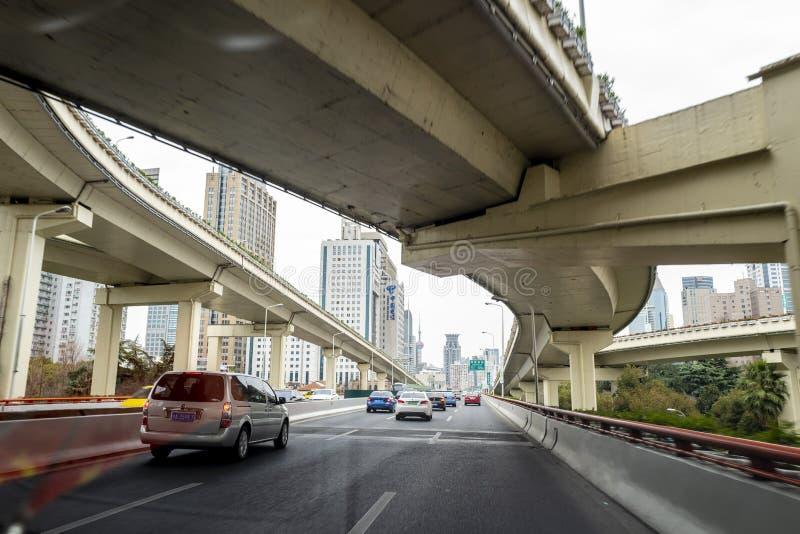 Vue de viaduc vue de la voiture de Changhaï photographie stock