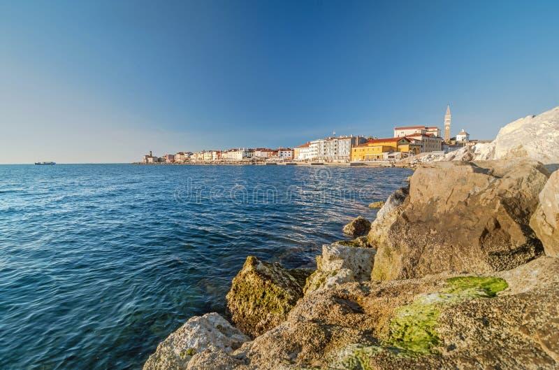 Vue de vieille ville côtière Piran et de Mer Adriatique, Slovénie photos stock