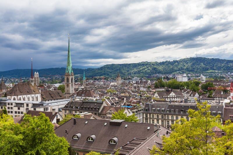 Vue de vieille ville de Zurich un jour nuageux photographie stock libre de droits