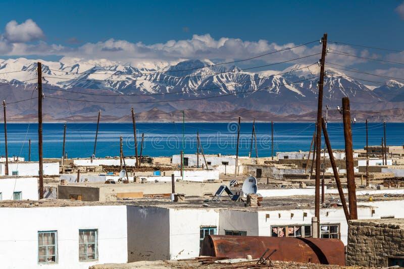 Vue de village de caracul dans le Tadjikistan photo libre de droits