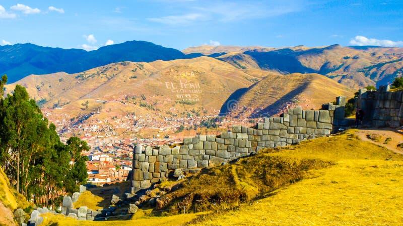 Vue de ville de Cusco de fort de Sacsahuaman, Pérou Photo panoramique photographie stock libre de droits