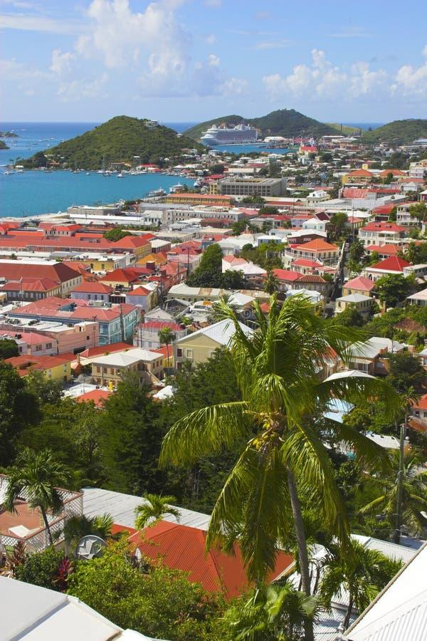 Vue de ville d'île photos stock