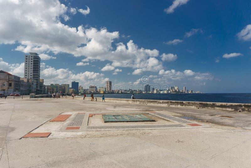 Vue de ville de Malecon le jour ensoleillé de la La La Havane, Cuba photographie stock libre de droits