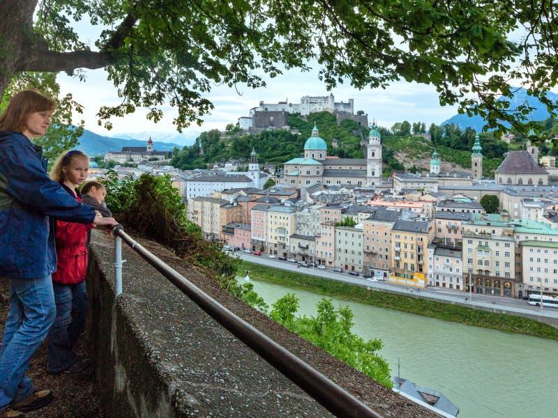 Vue de ville de Salzbourg d'été d'haut (l'Autriche) images libres de droits