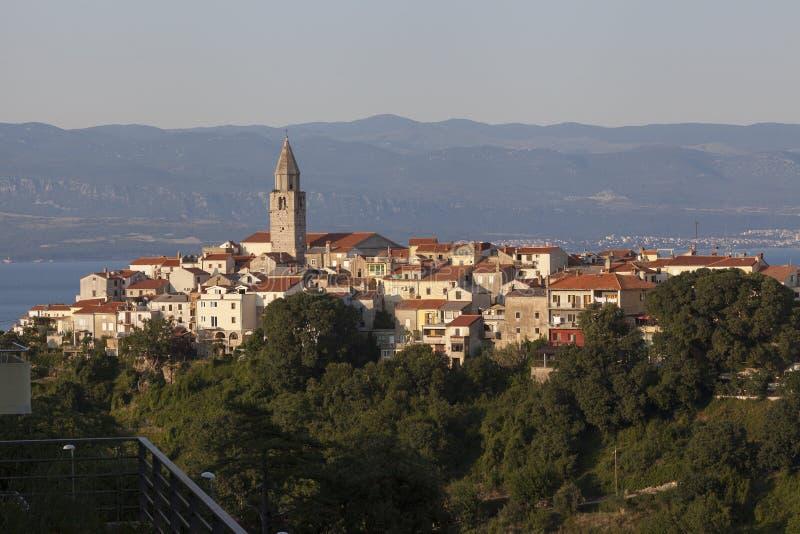 Vue de ville de Vrbnik en Adriatique image libre de droits