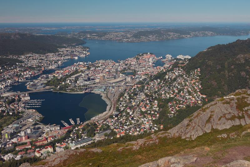 Vue de ville et de sa proximité de montagne Bergen, Norvège photos libres de droits