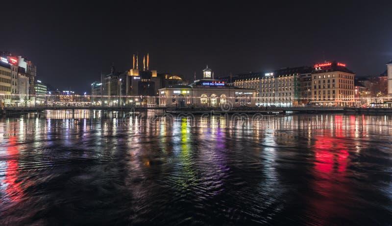 Vue de ville de Genève la nuit photographie stock