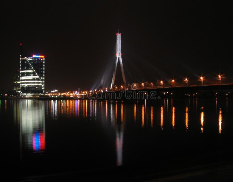 Download Vue de ville la nuit image stock. Image du lumières, côté - 745595