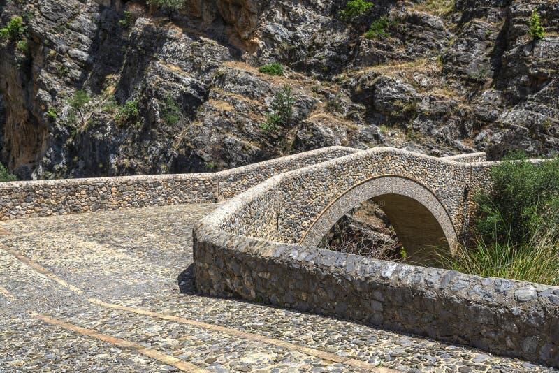 Vue de voie de l'IL Ponte del diavolo dans Civita images stock