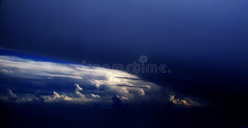 vue de vol de 48 nuages photos libres de droits