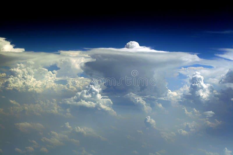vue de vol de 87 nuages image stock