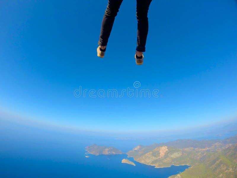 Vue de vol de parapentisme au-dessus de la lagune bleue d'Oludeniz près à Fethiye, Turquie photo libre de droits
