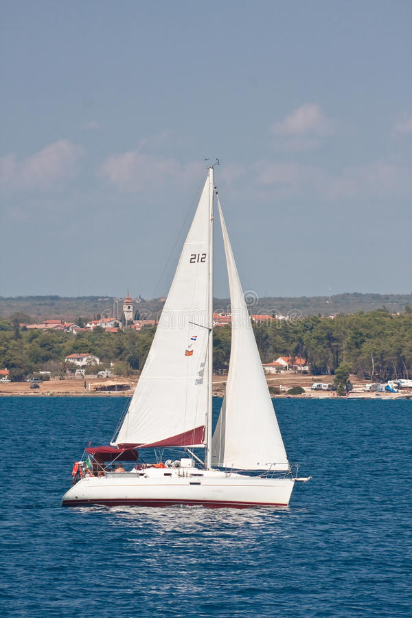 Yacht. Paysage marin. La Croatie photo stock