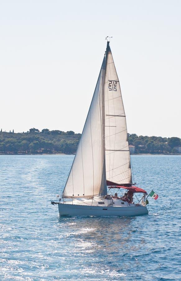 Yacht. Paysage marin. La Croatie photo libre de droits