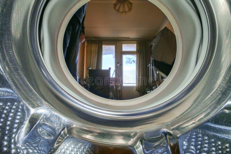 Vue depuis la machine à laver intérieure image stock