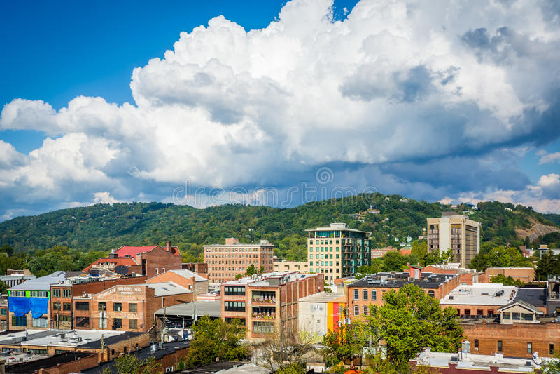 Vue des bâtiments dedans montagne du centre ville et de ville, à Asheville, N photos libres de droits