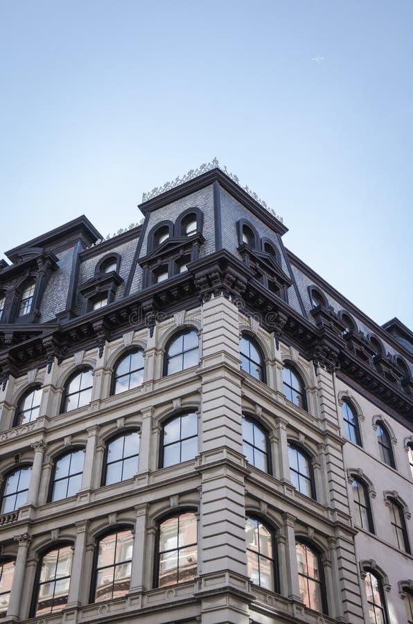 Vue des bâtiments génériques à New York City Appartement, locations de bureau images libres de droits
