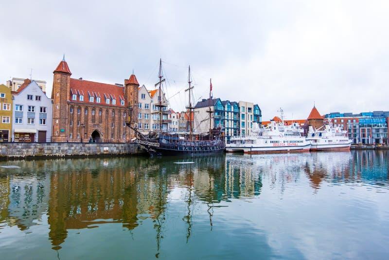 Vue des bateaux principaux de la ville et de la couchette de Danzig sur la rivière de Motlawa Danzig, Pologne images libres de droits