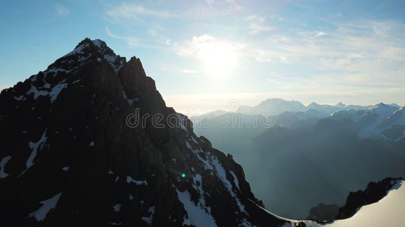 Vue des crêtes neigeuses du bourdon La cr?te la plus ?lev?e photo libre de droits
