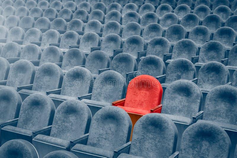 Vue des escaliers sur des rangées des chaises confortables dans le théâtre ou le cinéma photographie stock libre de droits