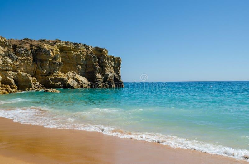 Vue des falaises de chaux du Praia de plage de lapin DA Coelha dans Albufeira, secteur Faro, Algarve, Portugal du sud photo stock