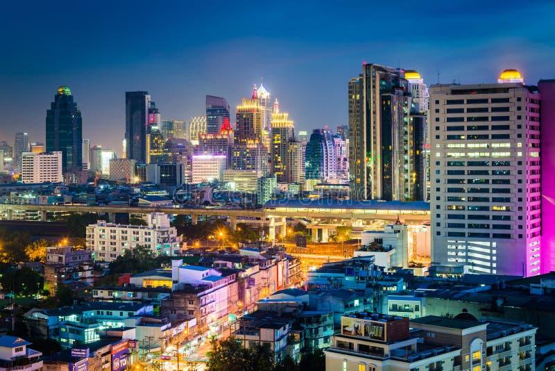 Download Vue Des Gratte-ciel Modernes La Nuit, à Bangkok, La Thaïlande Photo éditorial - Image du moderne, outdoors: 76087571