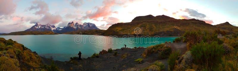 Vue des lacs et des montagnes de Torres del Paine, Chili image libre de droits
