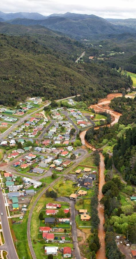 Vue des maisons et des bâtiments Queenstown Tasmanie images stock