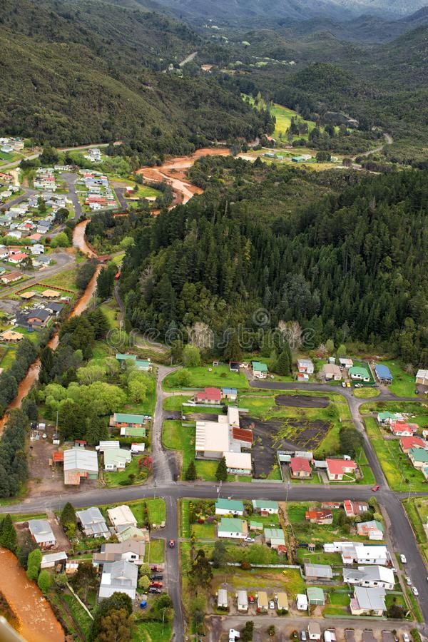Vue des maisons et des bâtiments Queenstown Tasmanie image libre de droits