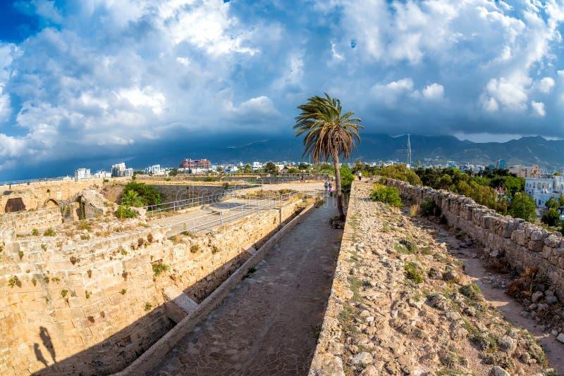 Vue des murs de château de Kyrenia cyprus images libres de droits