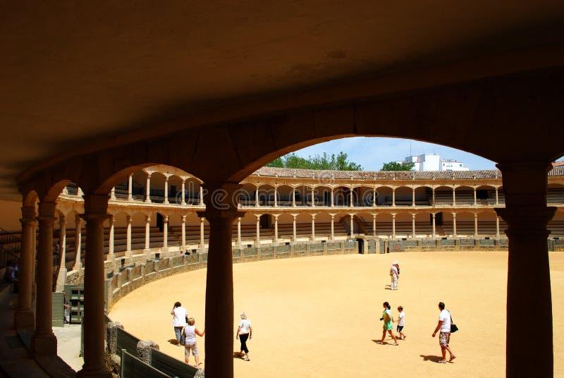 Vue des places assises à l'intérieur de l'arène célèbre construite en 1785 et le plus vieux en Espagne, Ronda, Espagne photographie stock libre de droits