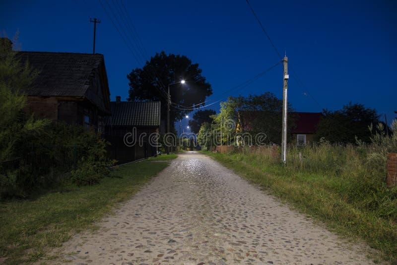 Vue des rues dans un petit village vide, Pologne photographie stock