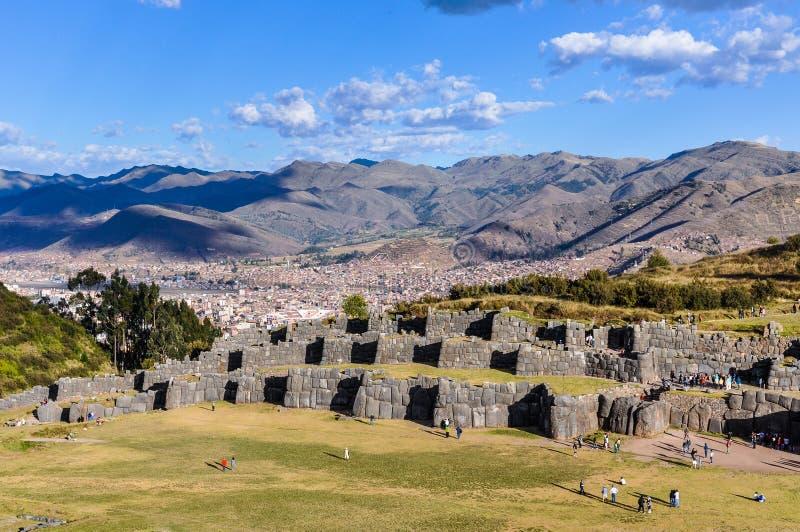 Vue des ruines de la forteresse de Saqsaywaman dans Cusco, Pérou photos libres de droits
