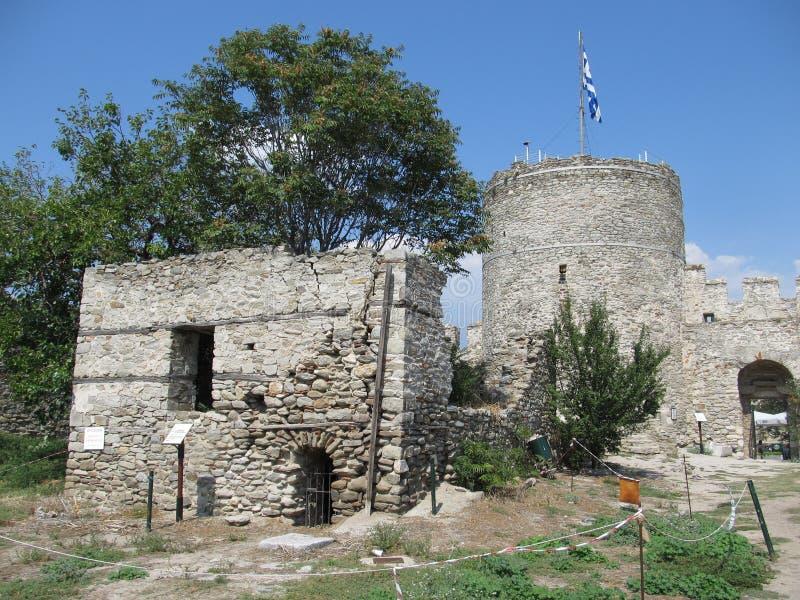 Vue des ruines de la forteresse de Kavala, de Macédoine est et de Thrace, Grèce photographie stock libre de droits
