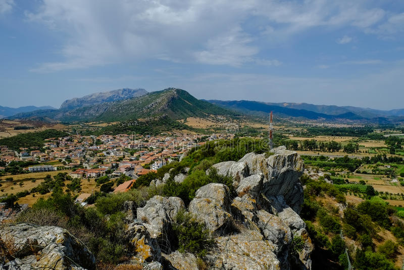 Vue des ruines du della Fava, Posada Sardaigne de Castello photographie stock libre de droits