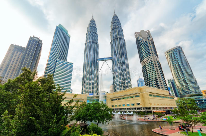 Vue des Tours jumelles de Petronas en Kuala Lumpur photographie stock libre de droits