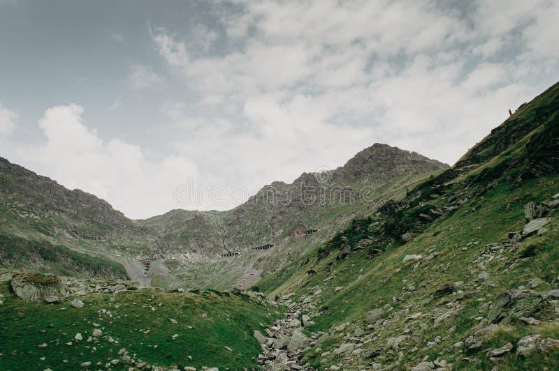 Vue des tunnels de la route de Transfagarash photo stock